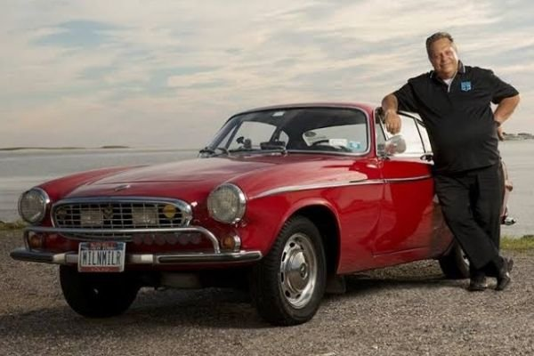 A picture of Irv Gordon with his 3 million mile Volvo