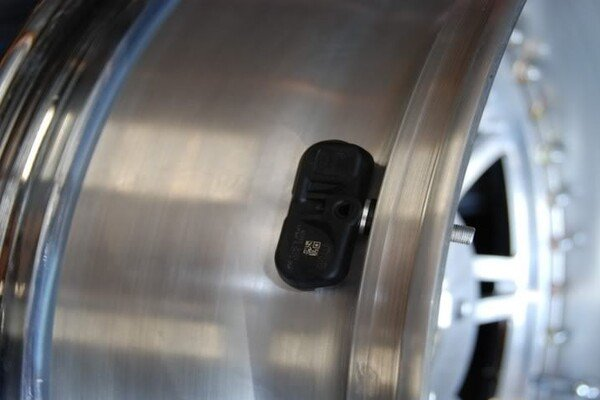 Install a cap-based TPMS