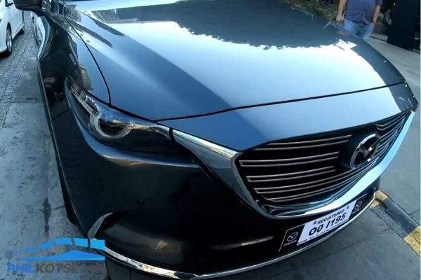 A picture of the 2020 Mazda CX-9 front end emphasizing the grille