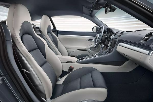 A picture of the 718 Cayman's interior