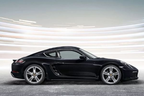 A picture of the 718 Porsche Cayman from the side