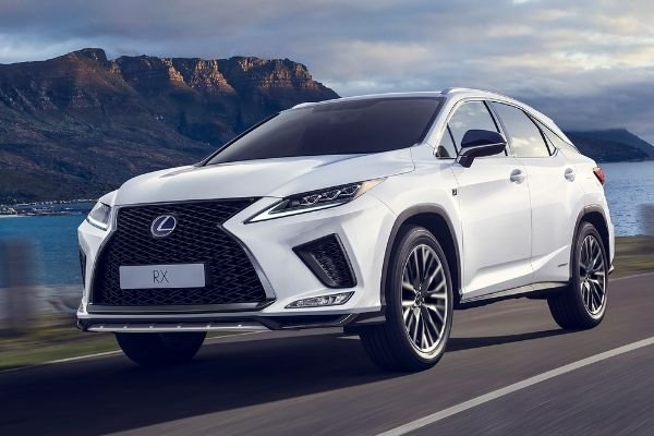 A picture of the Lexus RX travelling on a road