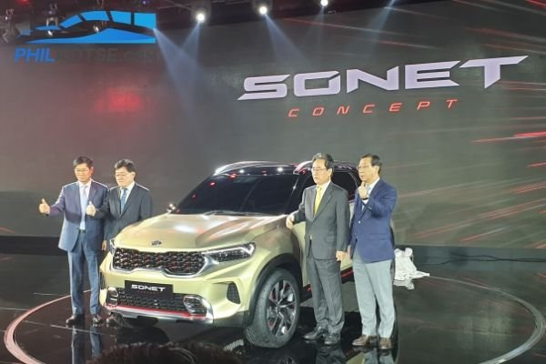 A picture of the Kia Sonet concept with Kia executives