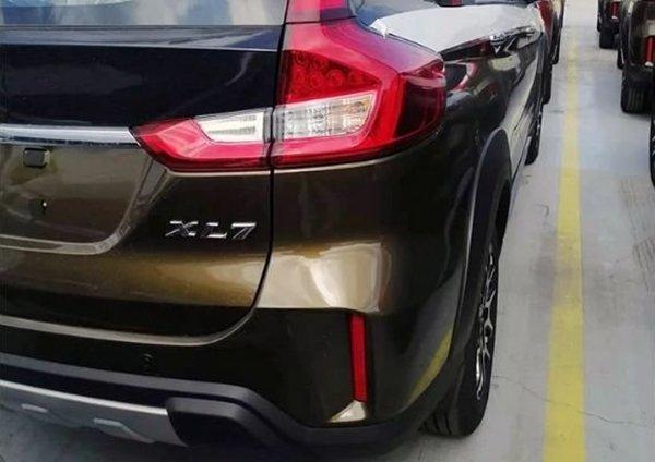 suzuki XL7 rear end