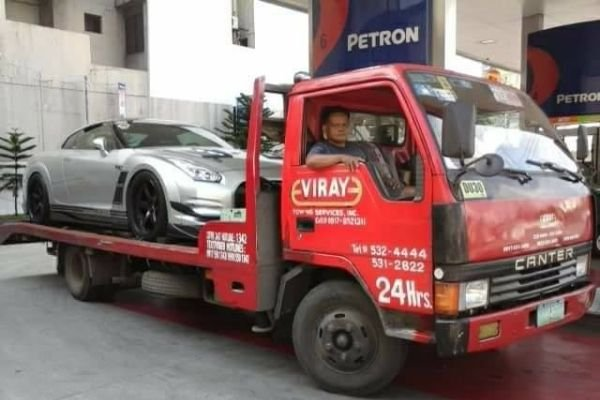 A picture of a GTR aboard a Viray Tow truck