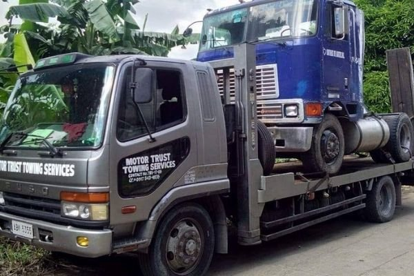 A picture of a Motor Trust truck carry a tractor head