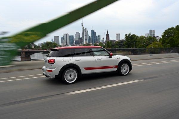 Mini JCW on road