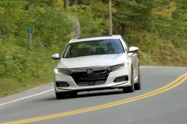 2020 honda accord at speed on the running road
