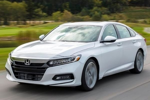 honda-accord-front-on-the-road