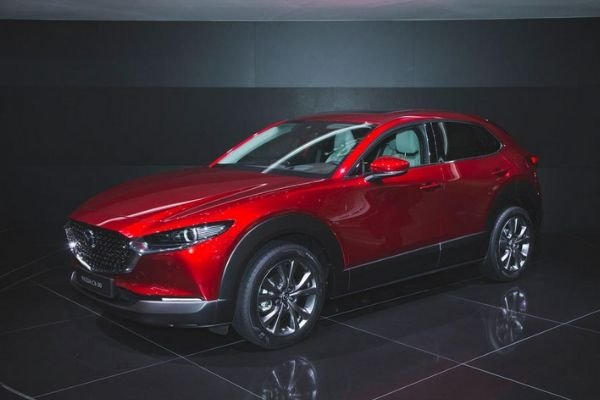 A picture of the Mazda CX-30 with a dark background