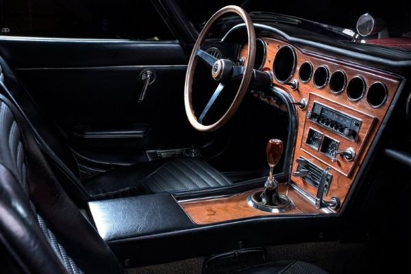 toyota 2000gt with wood interior
