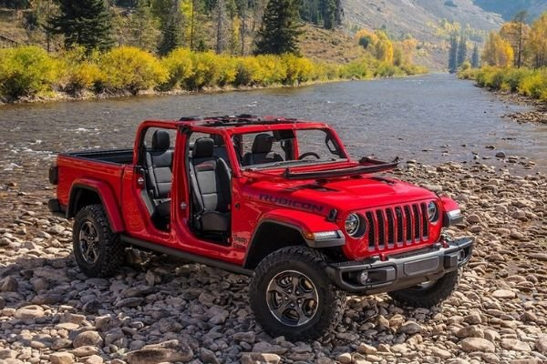 A picture of the Jeep Gladiator parked on a dry river bed