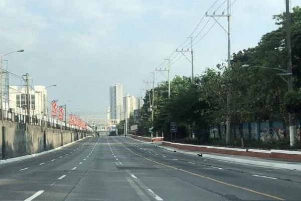 A picture of EDSA empty amidst the covid-19 outbreak