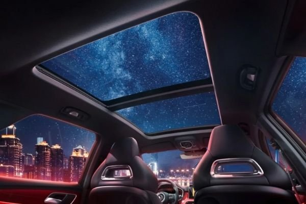 Preview of the panoramic sunroof of MG HS 2020