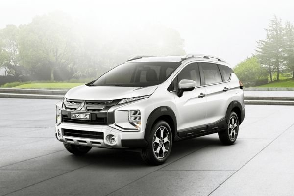 A picture of the Mitsubishi Xpander Cross parked in the park