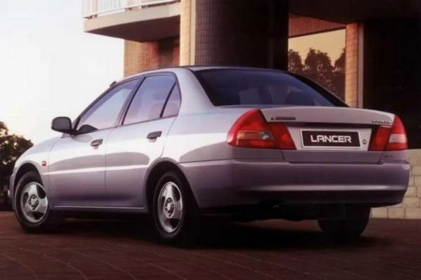 A picture of the rear end of a 1997 Mitsubishi Lancer