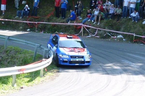 A Mitsubishi Evo VII taking a corner
