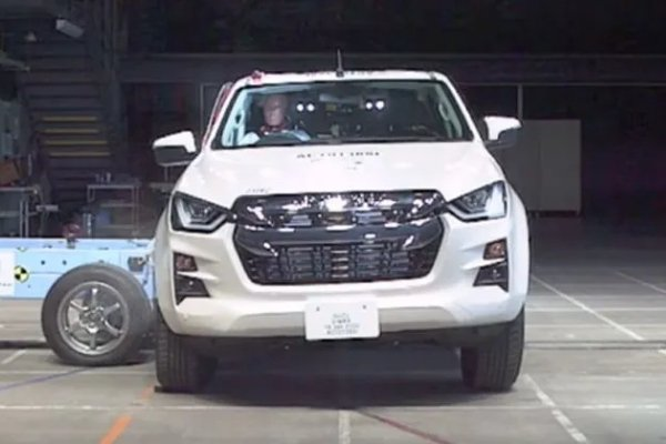 Side-impact crash test of the Isuzu D-max