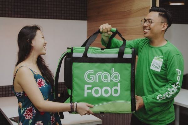 A picture of a grab delivery rider