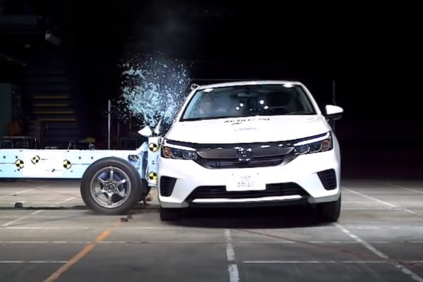 Side impact crash test of the 2020 Honda City