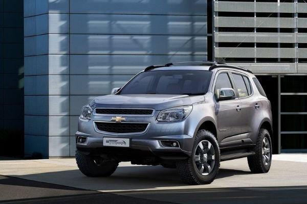 A picture of a Chevrolet Trailblazer in an urban environment