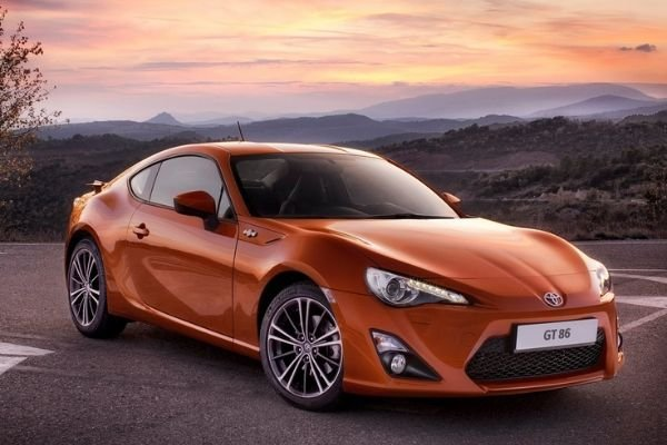 A picture of a Toyota 86 with a sunset behind it