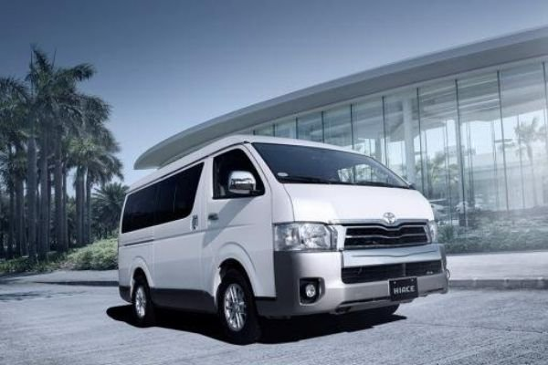 A picture of the previous Hiace parked near a building