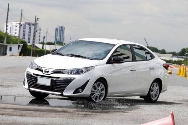 A picture of a white Toyota Vios doing some aggressive driving