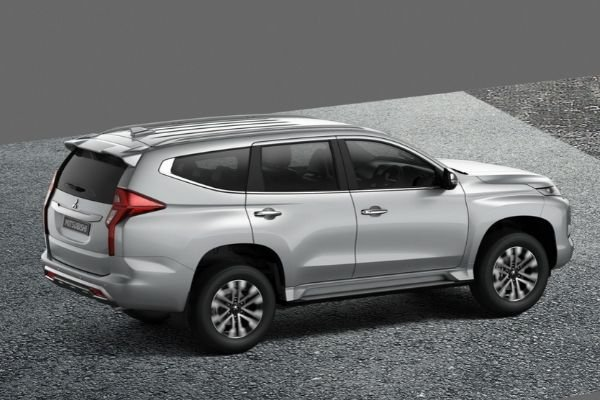 A picture of the side of the Mitsubishi Montero Sport