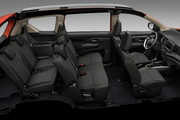 A picture of the interior of the XL7 highlighting the seats