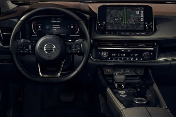 A picture of the dashboard of the fourth generation X-Trail