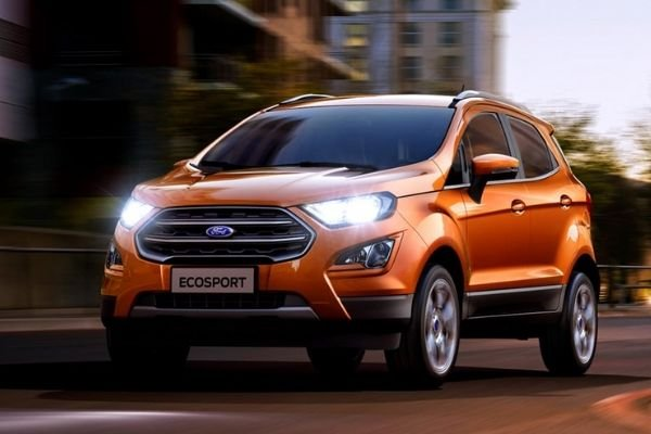 A picture of the Ecosport travelling on a city street