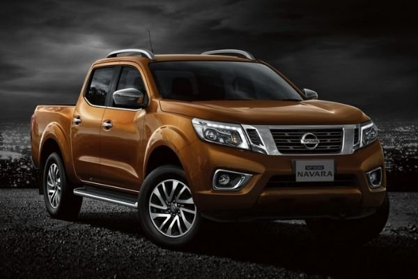 A picture of the Navara parked over rough terrain