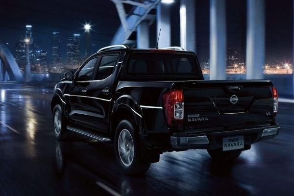 A picture of the Navara on a city road during a rainy night