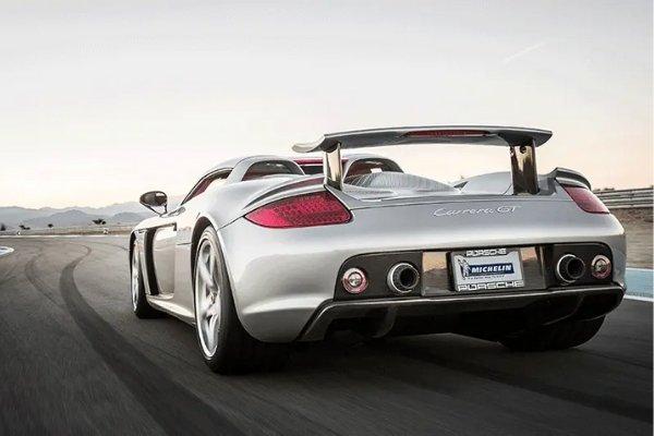 A white Carrera GT