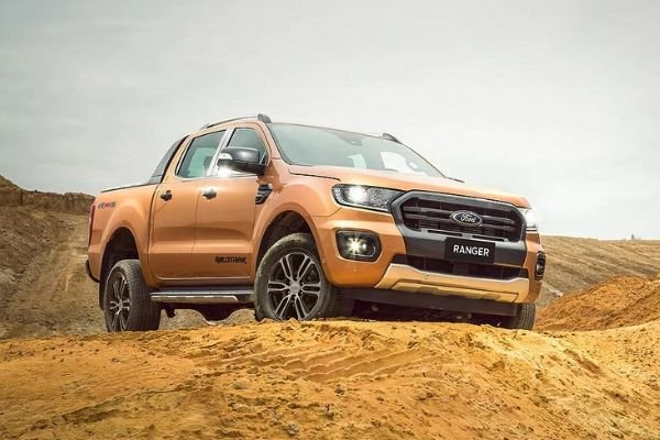 A picture of the Ranger Wildtrak on dirt