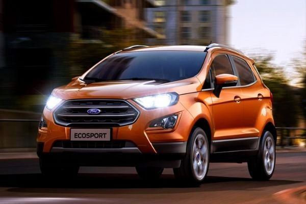 A picture of the EcoSport travelling in the city