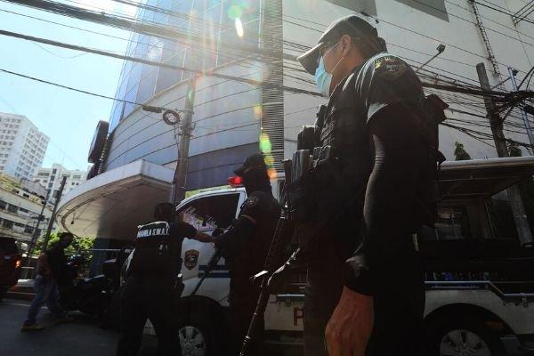 Cops at mall