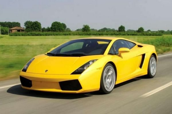 A picture of the Gallardo on the road
