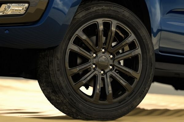 Ford Everest Sport wheel and tire
