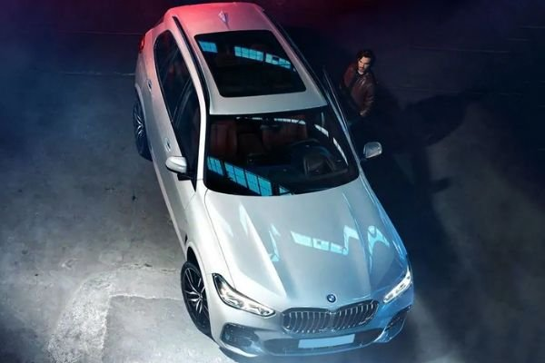 A picture of the BMW X5 from the top