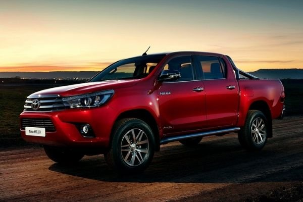 A picture of the Toyota Hilux pickup truck in the desert