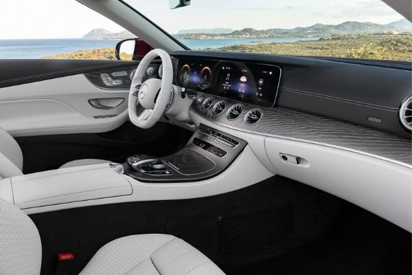 A picture of the interior of the Mecedes-Benz E-Class