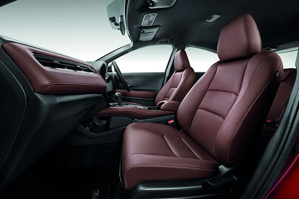 A picture of the dark brown leather interior of the Honda HR-V RS from another angle