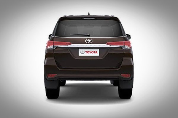 2017 toyota fortuner rear