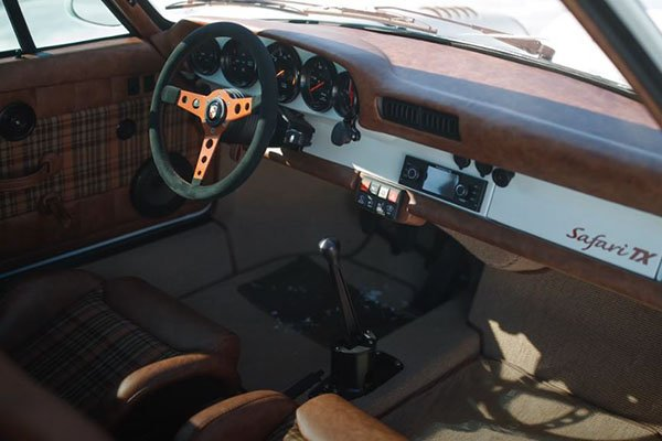 A look into the 911 TX's interior