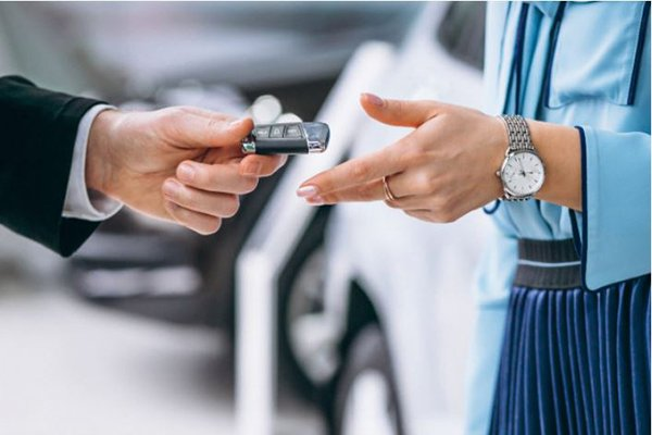 A picture of someone handing over car keys