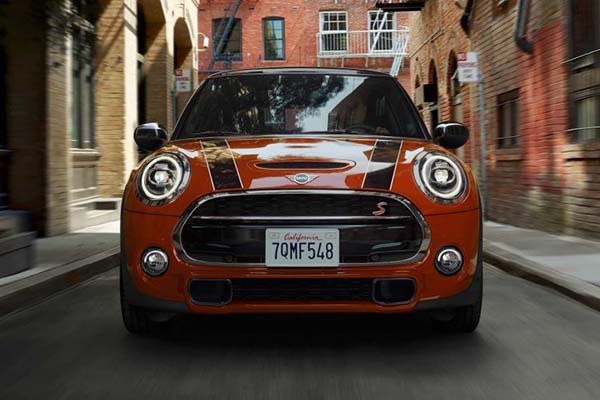 A picture of the front of a MINI Cooper