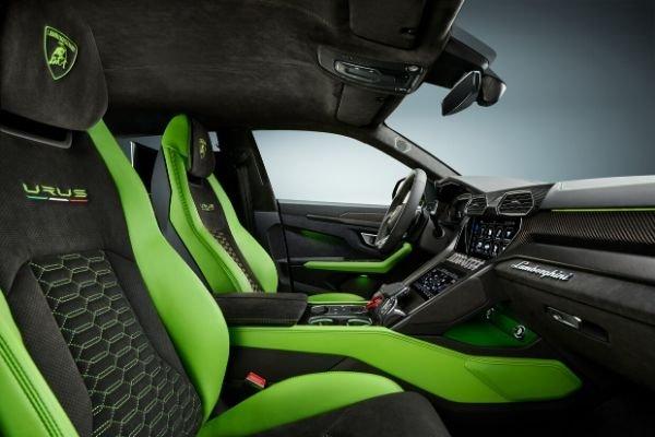 Urus Verde Mantis interior