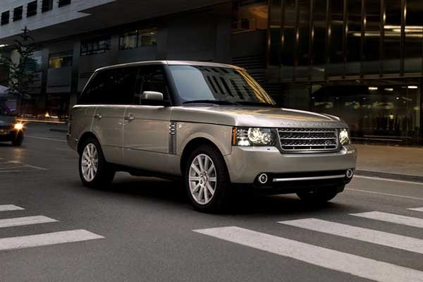 A picture of a Range Rover in the city